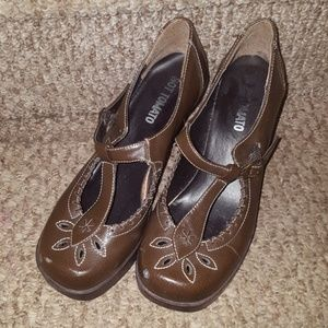 HOT TOMATO BROWN STRAP HEELS SHOES CALISTA